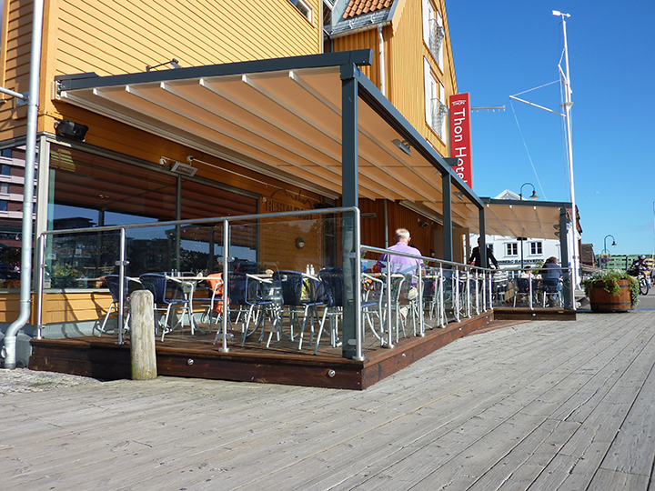 pergola over an outdoor seating area of a restaurant
