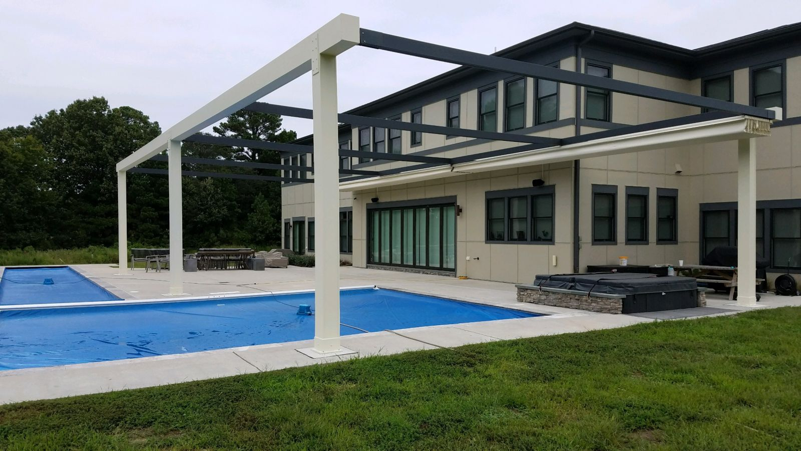 Tecnic One Pergola Over Pool ratracted.jpg
