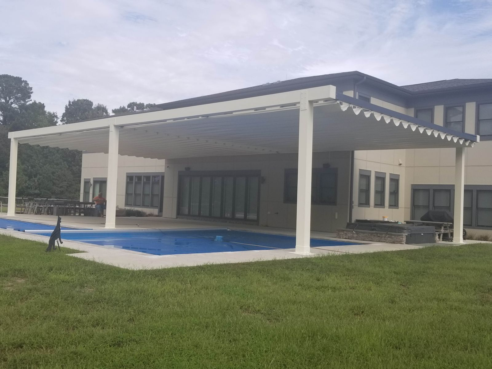 Tecnic One Pergola over Pool BY Sunair3.jpg