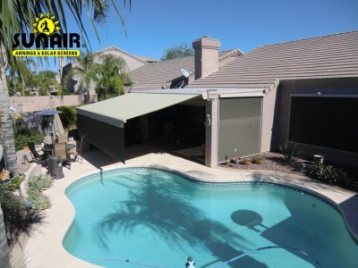 Sunair%20retractable%20awning%20with%20roller%20screens.JPG