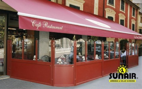 Elegance%20Glass%20wall%20from%20Sunair%20under%20retractable%20awning.JPG
