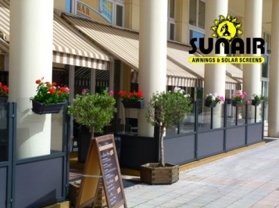 Nizza%20Flower%20bed%20glass%20walls%20for%20restaurant%20patios.JPG