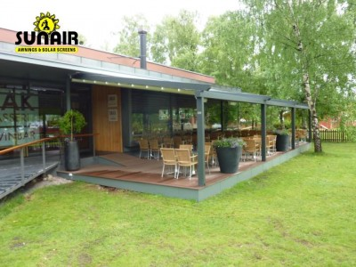 Mito%20Pergola%20awning%20by%20Sunair%20at%20restaurant.JPG