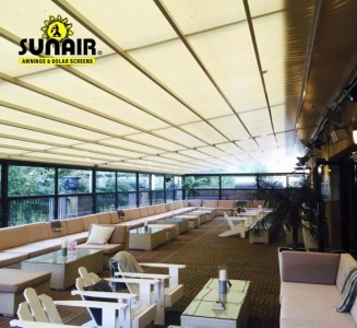Pergola%20awning%20by%20Sunair%20at%20nightclub.JPG