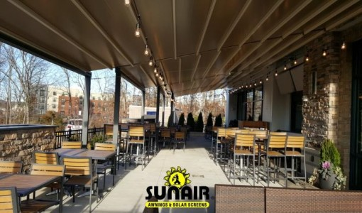 Pergola%20awning%20by%20Sunair%20on%20restaurant.JPG
