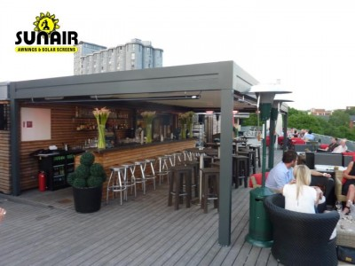 Pergola%20awning%20with%20heaters%20at%20restaurant%20bar.JPG