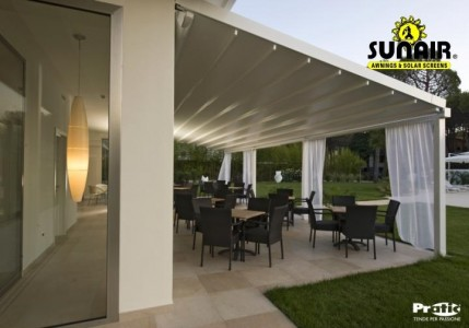 Level%20Pergola%20by%20Sunair%20over%20residential%20patio.JPG