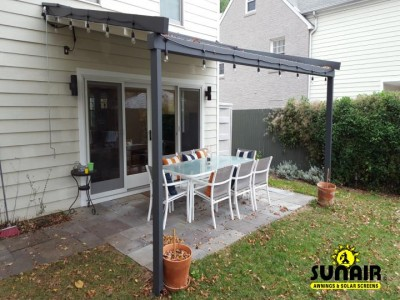 Level%20wall%20mounted%20Pergola%20awning%20on%20home.JPG