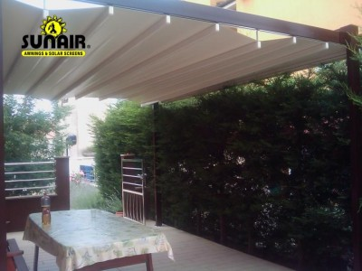 Zen%20pergola%20on%20a%20home%20by%20Sunair.JPG
