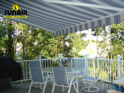 Sunstar%20retractable%20awning%20as%20seen%20from%20underneath.JPG