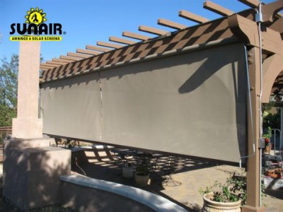 SC2500%20sunair%20screen%20on%20wood%20pergola.JPG