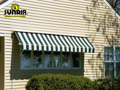 Maxi%20retractable%20window%20awning%20on%20a%20house.JPG