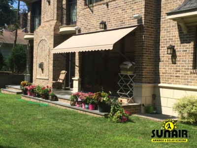 Maxi%20window%20awning%20on%20Brick.JPG