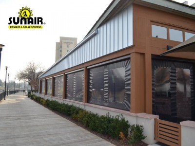 SC4500%20zip%20screens%20with%20windows%20for%20restaurant.JPG