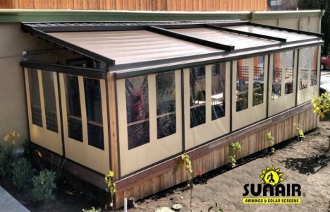 SC4500%20zipper%20screens%20on%20pergola%20awning.JPG